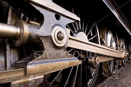 Steam locomotive drive trains wheels
